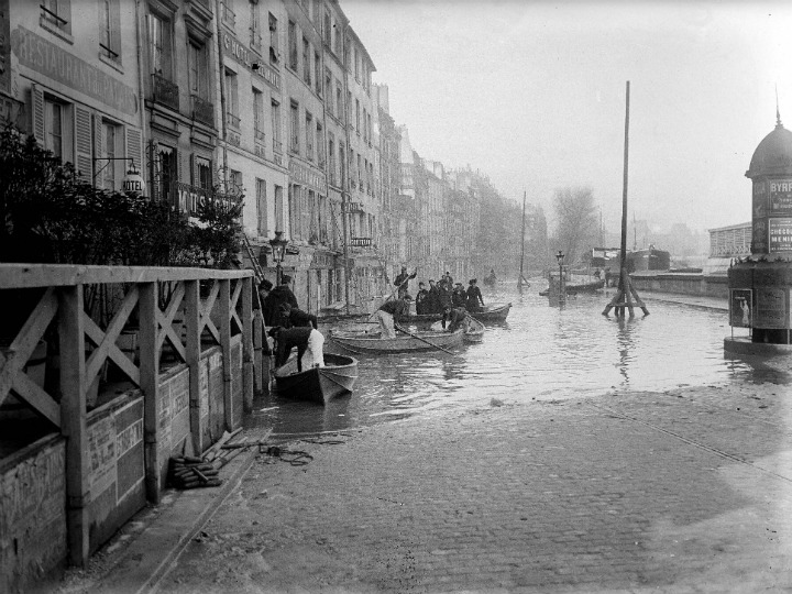 Seine River in Paris.1910