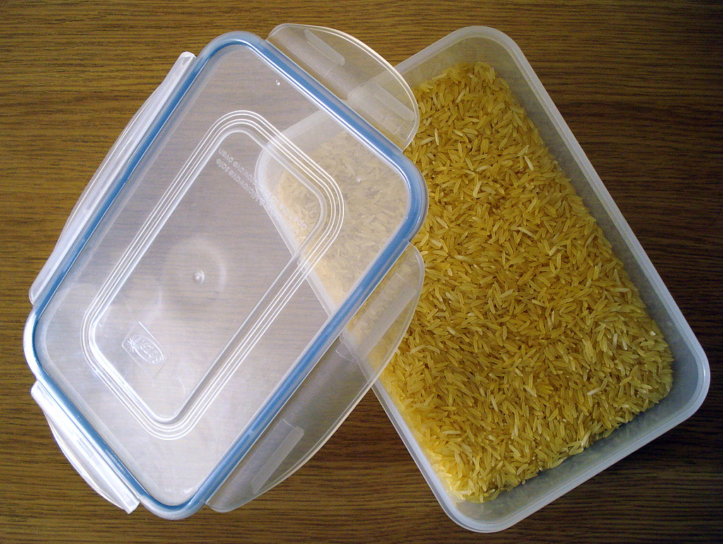 food your shouldn't keep in your refrigerator, dry rice