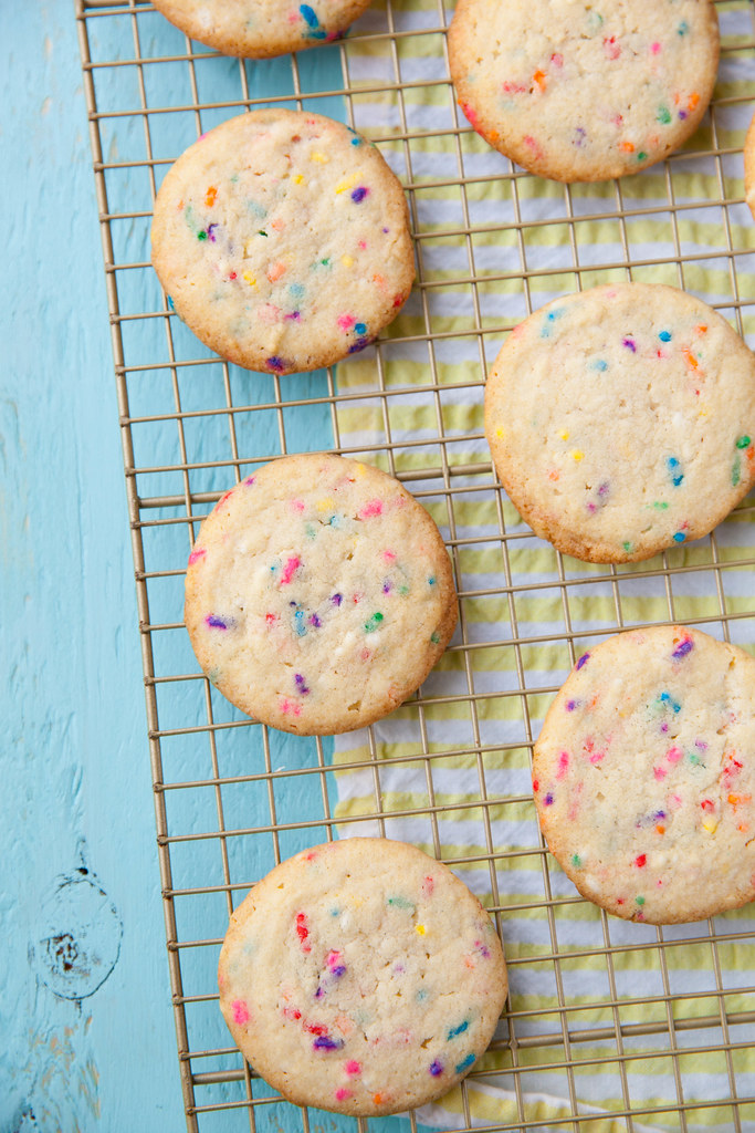 foods you dont neeed to keep in the refrigerator, sprinkle cookies