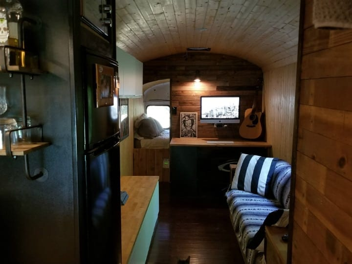 Texas Man Turns Old School Bus Into Ultimate Tiny House | Icepop
