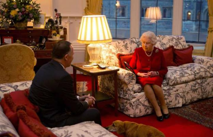 queen elizabeth sitting room palace royal family