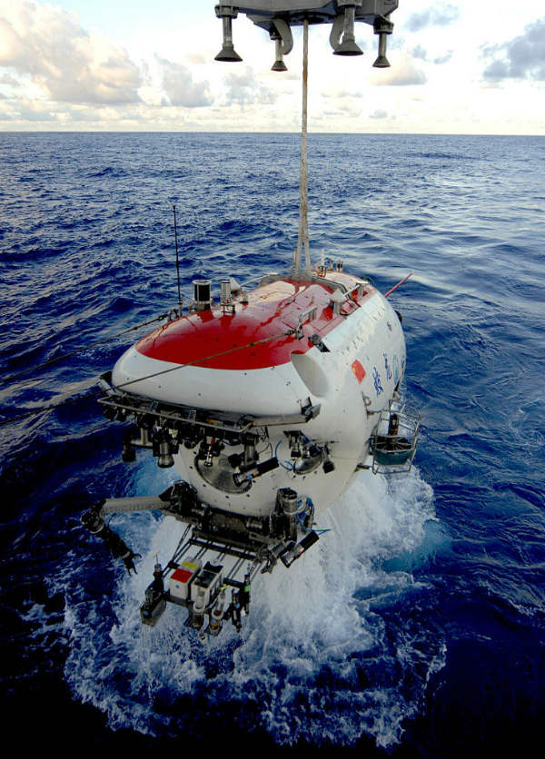 submersible mariana trench blue hole