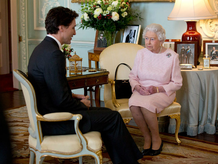 queen elizabeth buckingham palace justin trudeau prime minister canada royal family homes
