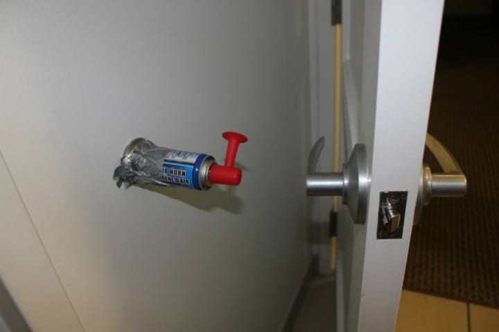 airhorn door roommate prank