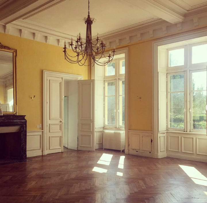 yellow room chateau de bourneau