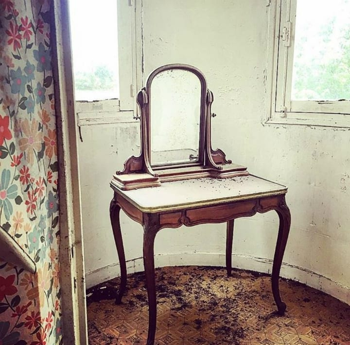 dressing table antique chateau