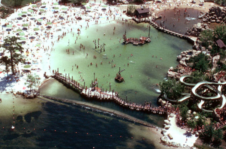 Disney River Country - bygone tourist attractions