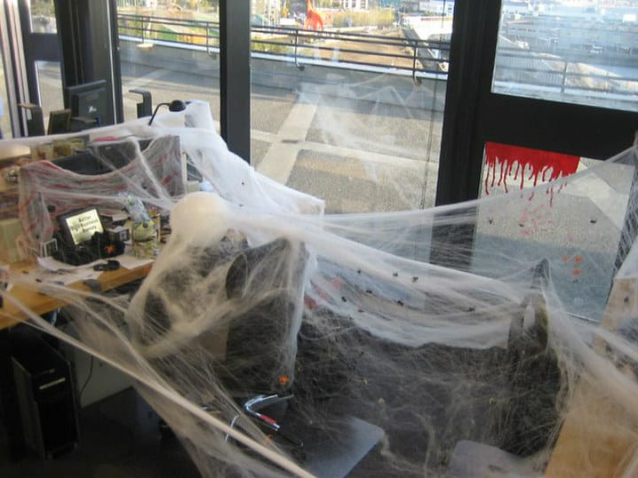 spiderwebs office desk - epic pranks