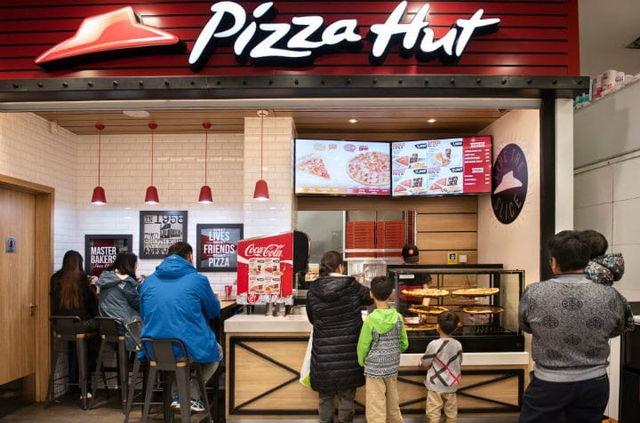 pizza hut restaurants closing