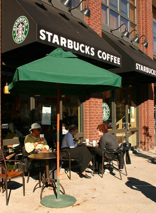 starbucks coffee restaurants closing