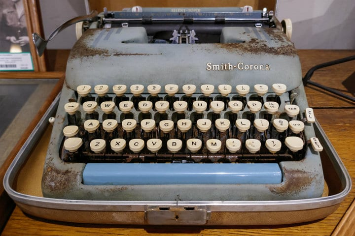 Typewriter antique