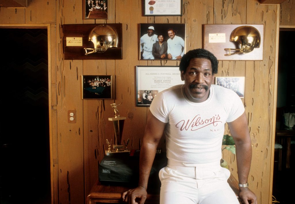 Former pro football player and actor Bubba Smith poses for a portrait at home circa 1985 in Los Angeles, California.