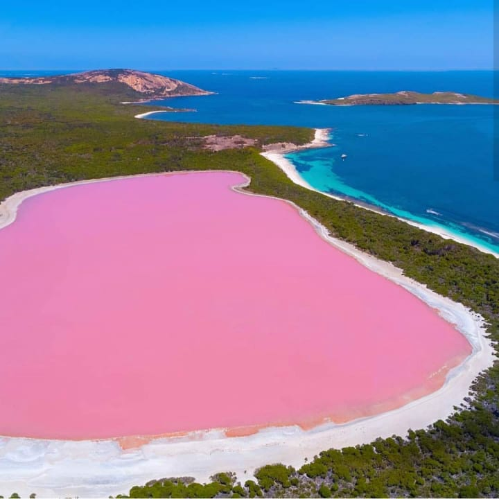 Lake Hillier Australia colorful places
