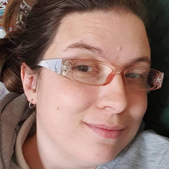 Woman wearing bad glasses