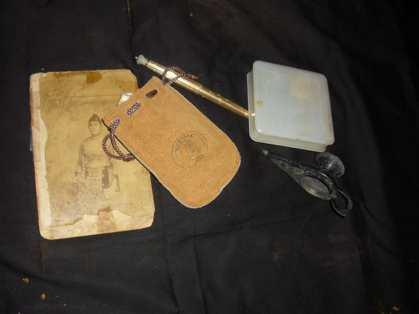 Old picture, Leather pouch, gold pen, plastic box, old lamp