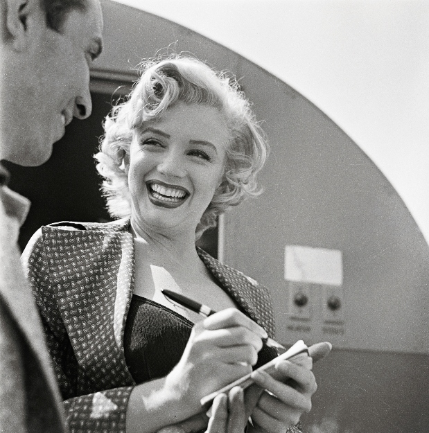Marilyn signing autographs