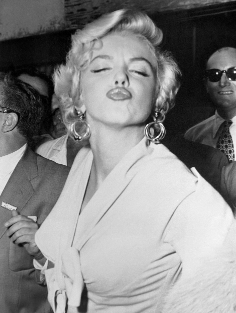 Marilyn Monroe Blowing Kisses
