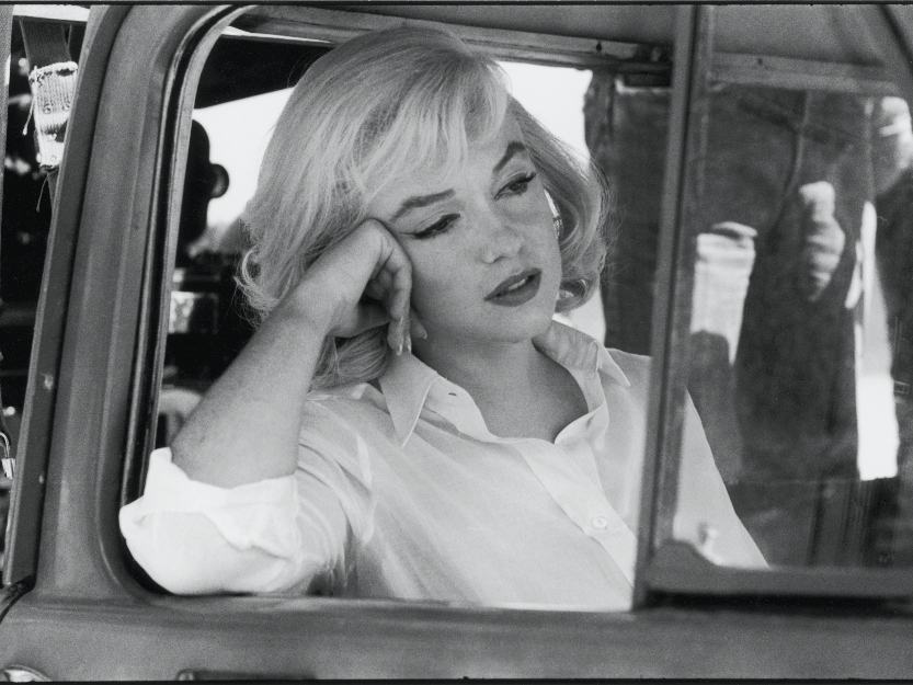 Marilyn Monroe in car